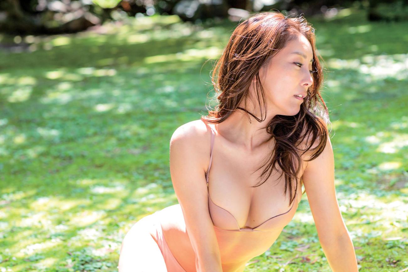 16年ぶりの写真集「Bare Self」を発売する熊切あさ美