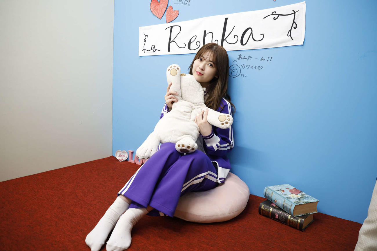 ABEMA「乃木坂46時間TV」個室ブースで笑顔を見せる岩本蓮加