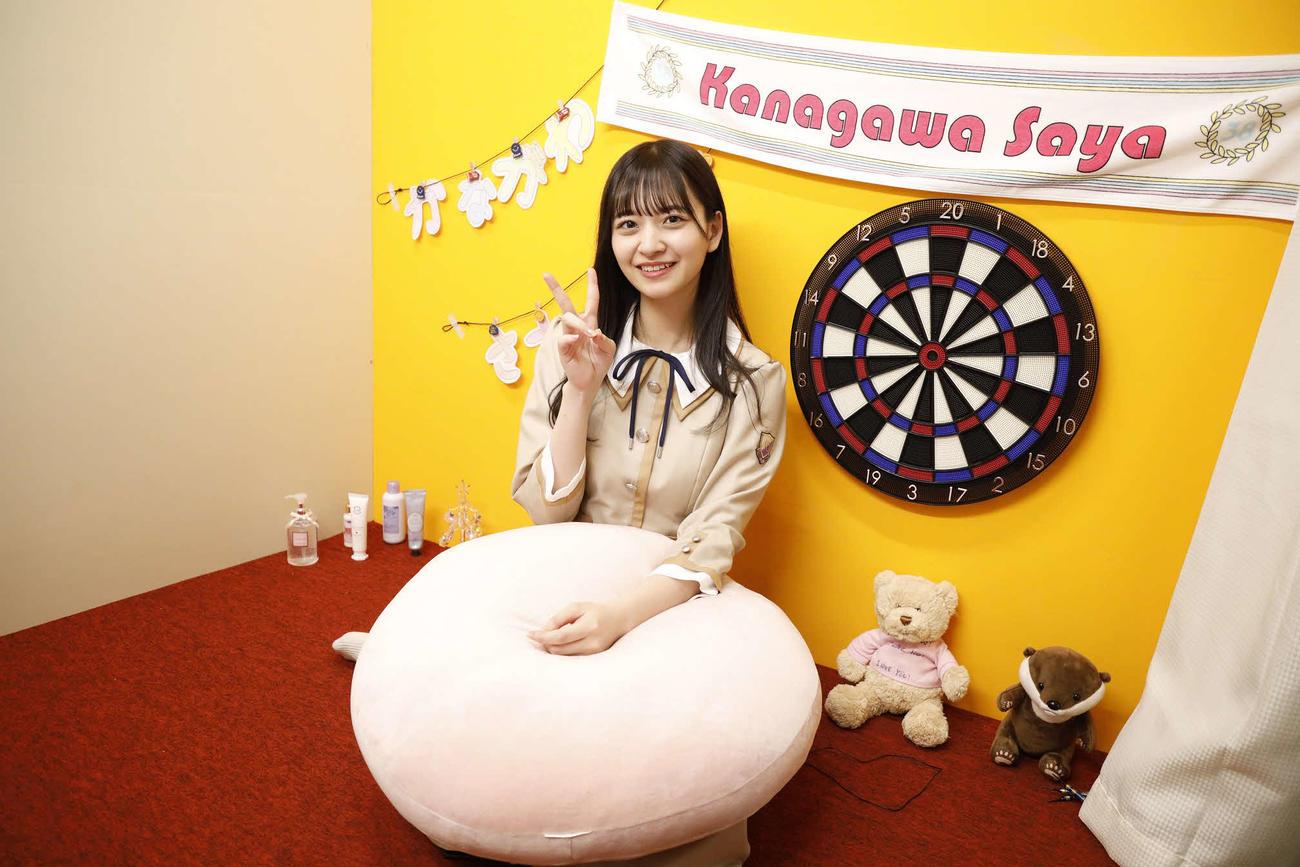ABEMA「乃木坂46時間TV」個室ブースで笑顔を見せる金川紗耶