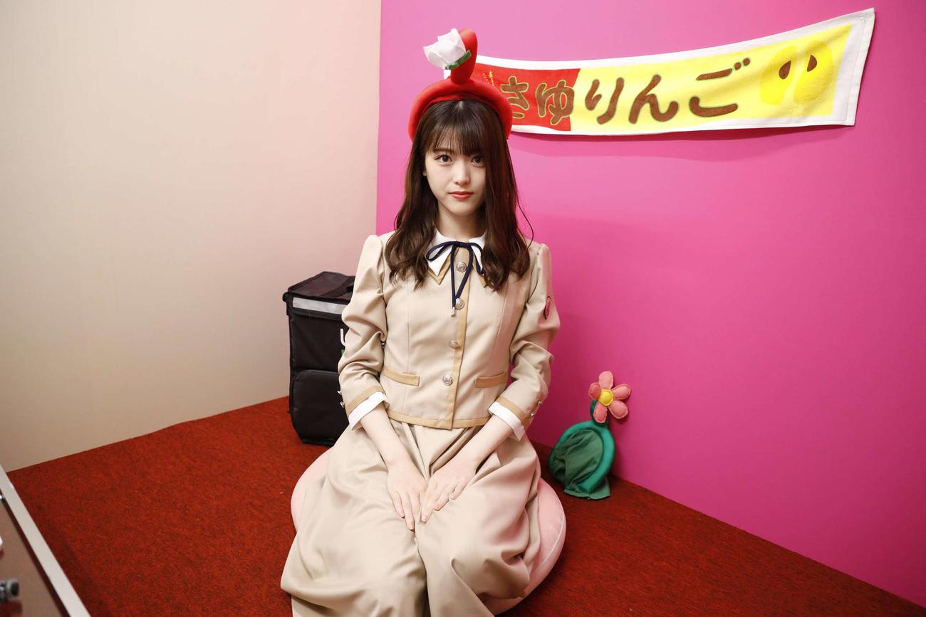 ABEMA「乃木坂46時間TV」個室ブースでポーズをとる松村沙友理