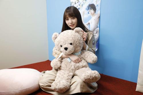 ABEMA「乃木坂46時間TV」個室ブースで笑顔を見せる与田祐希