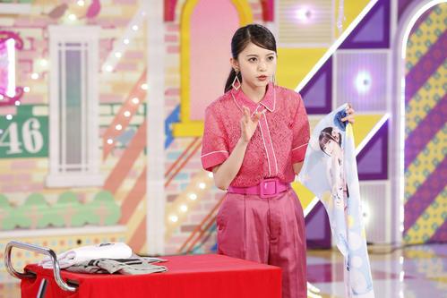 ABEMA「乃木坂46時間TV」でアンミカ直伝の商品紹介を行う齋藤飛鳥