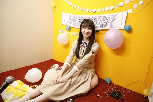 ABEMA「乃木坂46時間TV」個室ブースで笑顔を見せる松尾美佑
