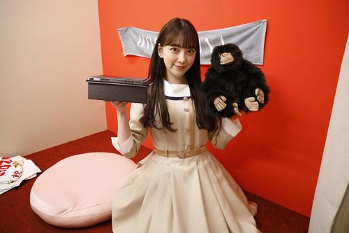 ABEMA「乃木坂46時間TV」の企画で豪華ランチを獲得し、個室ブースで笑顔を見せる堀未央奈