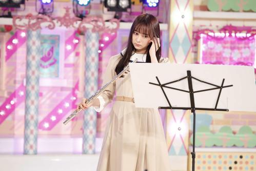 ABEMA「乃木坂46時間TV」でフルート演奏を披露する鈴木絢音
