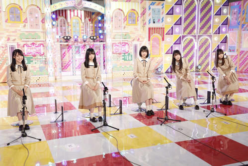 ABEMA「乃木坂46時間TV」に初出演した新4期生。左から黒見明香、佐藤璃果、林瑠奈、松尾美佑、弓木奈於