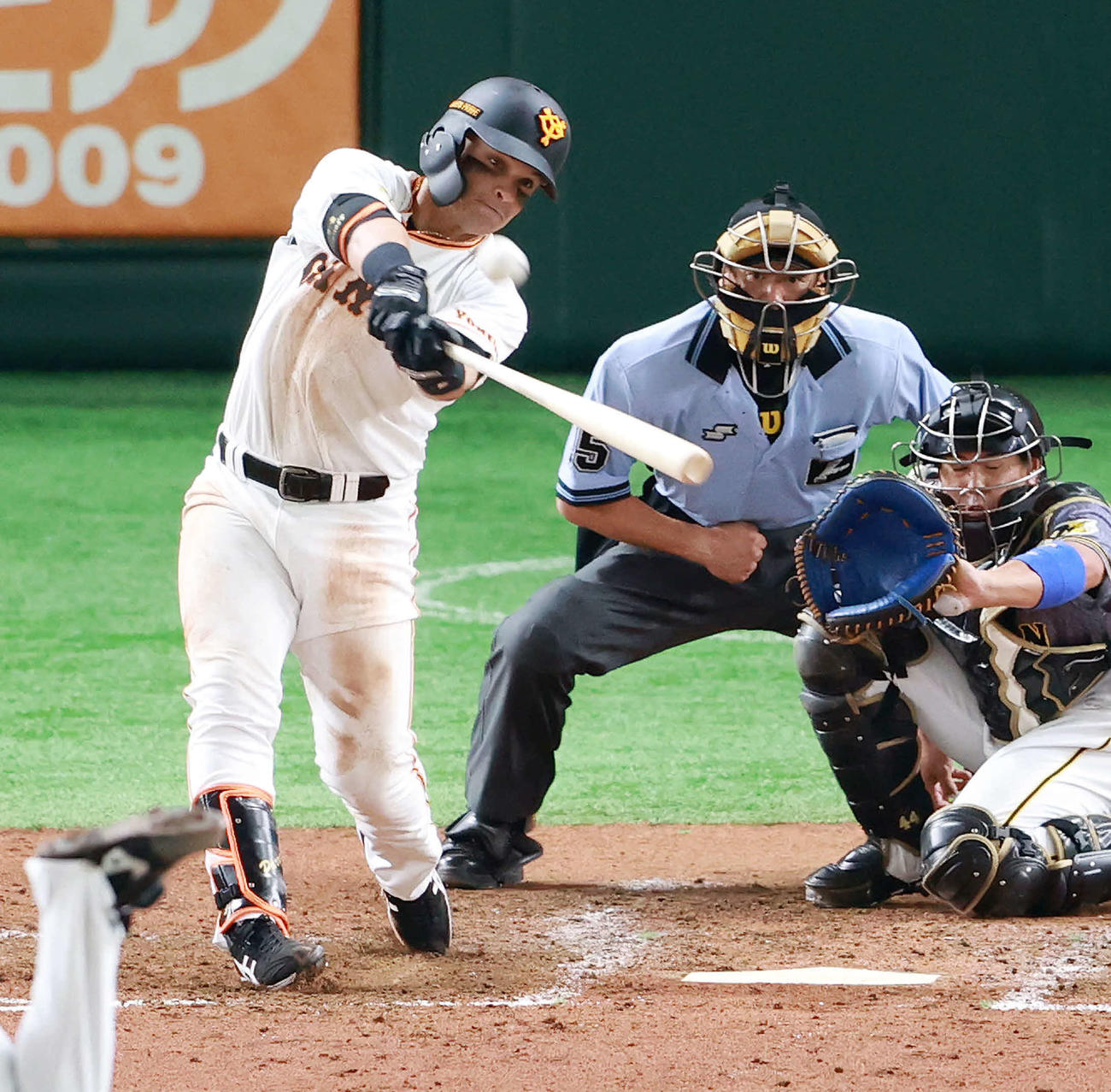 巨人対阪神 5回裏巨人2死一塁、2点本塁打を放つパーラ(撮影・江口和貴)