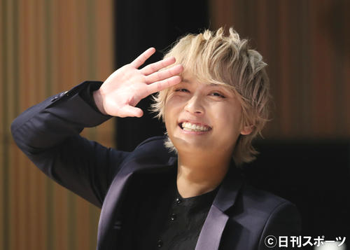 Photo of Yuya Tegoshi delivered live at the end of the interview, eating salad at home