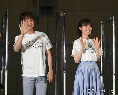 生田絵梨花&海宝直人が響かせた歌声に報道陣も拍手