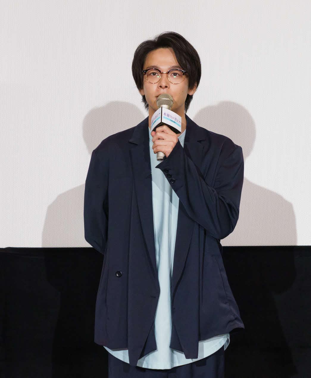 映画「水曜日が消えた」の舞台あいさつに出席した主演の中村倫也(c)2020「水曜日が消えた」製作委員会