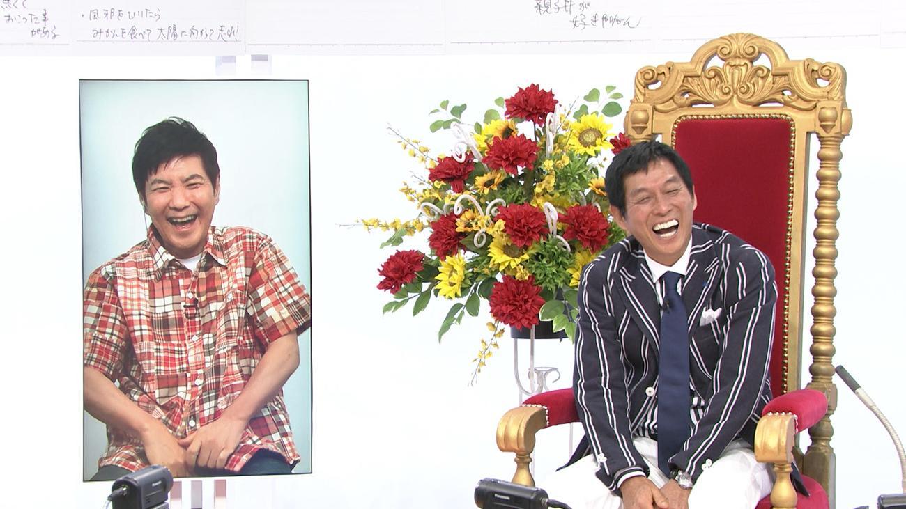 「痛快!明石家電視台」に明石家さんま(右)の65歳誕生日を祝福して、リモート出演した関根勤