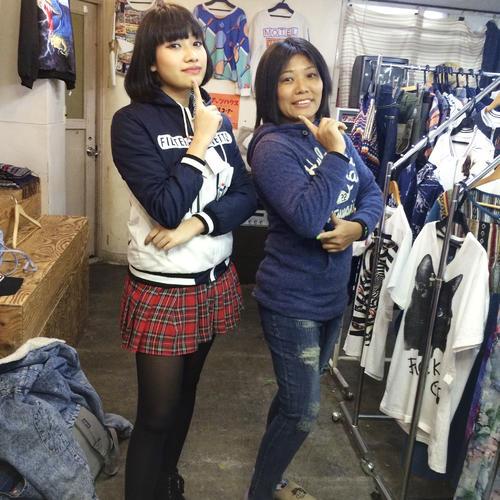 2017年2月の木村花さん(左)と母響子さん(響子さん提供=共同)