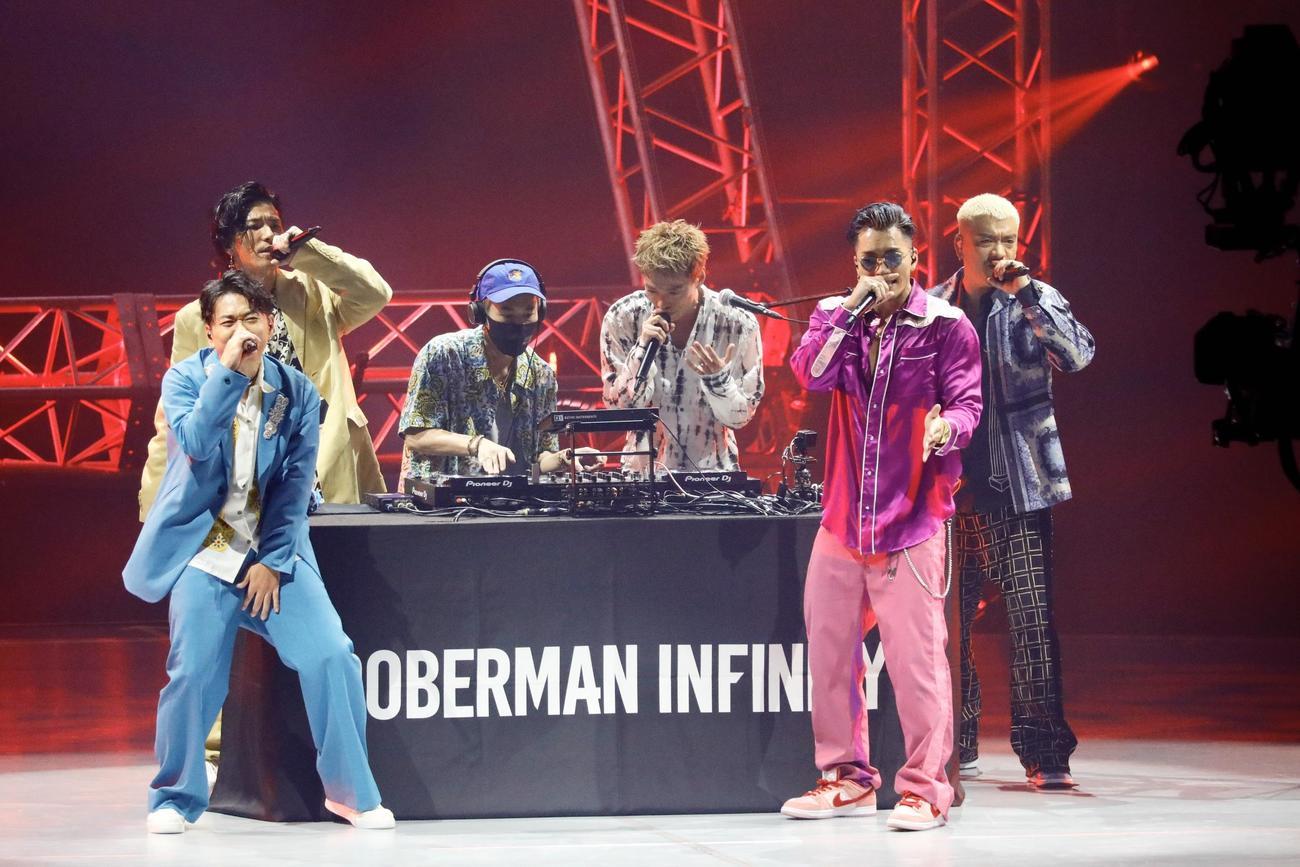 配信ライブ「LIVE×ONLINE」を行ったDOBERMAN INFINITY