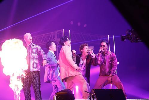 配信ライブ「LIVE×ONLINE」を行ったDOBERMAN INFINITY。左からKUBO-C、GS、KAZUKI、P-CHO、SWAY