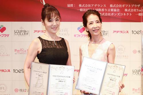 第6回プラチナエイジ授賞式で、ベストプラチナエイジスト賞の女性部門を受賞したピンク・レディーの未唯mie(左)と増田恵子