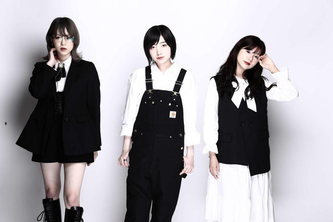 ニコニコ生放送の新番組に出演する左から三田麻央、太田夢莉、谷川愛梨(外部提供)