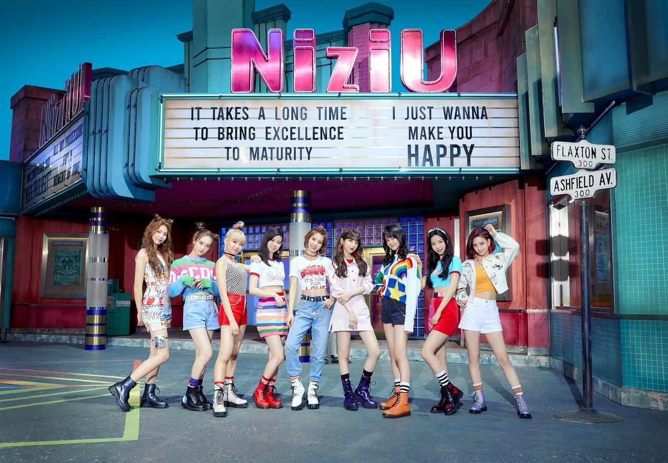 NiziUのデビューメンバー。左からアヤカ、リオ、マユカ、リク、マコ、ミイヒ、ニナ、マヤ、リマ