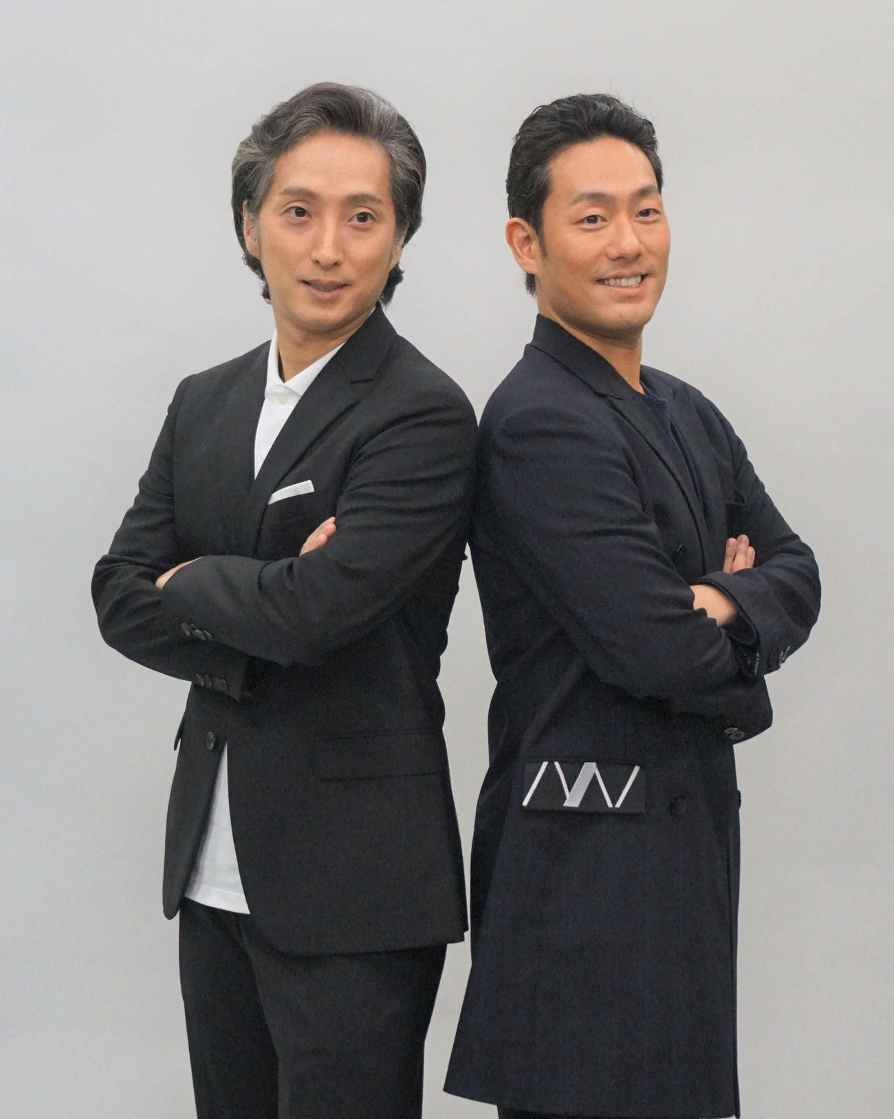 「歌舞伎生配信特別公演」のオンライン会見を行った中村勘九郎(右)、中村七之助