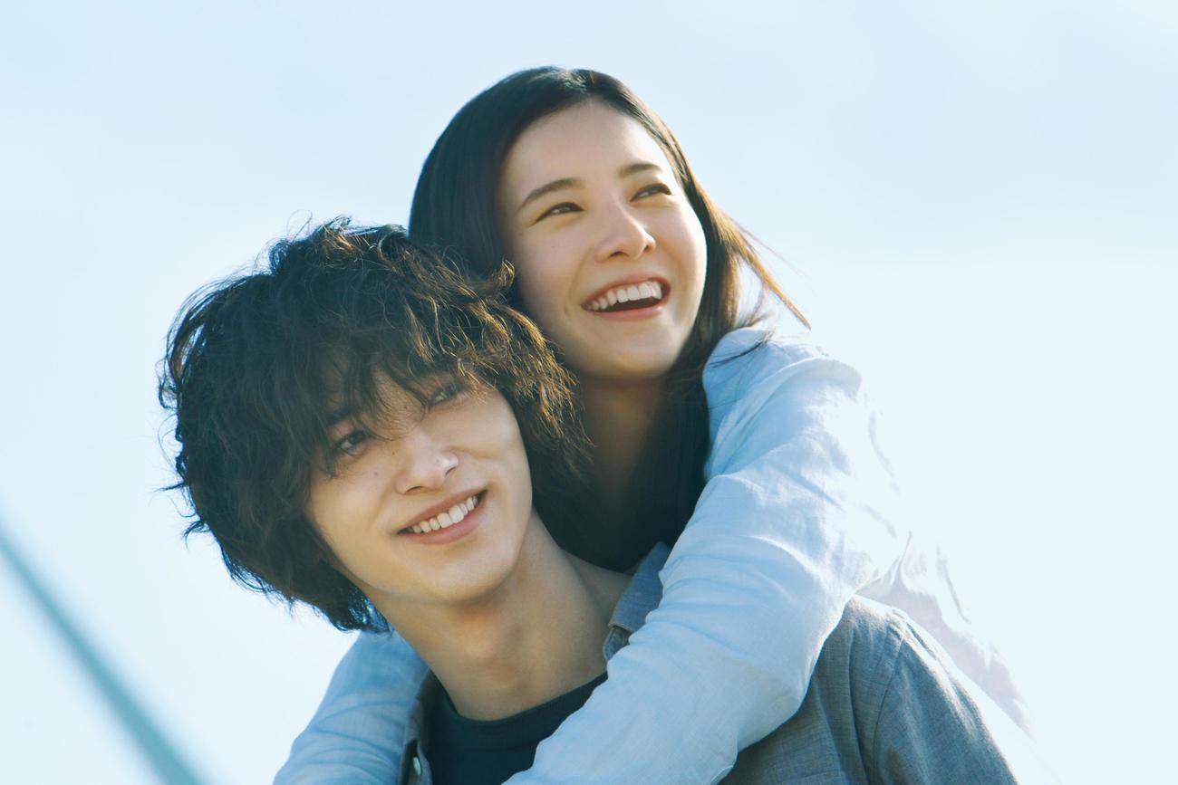 吉高由里子と横浜流星が主演の映画「きみの瞳が問いかけている」のメーンビジュアル(C)2020「きみの瞳が問いかけている」製作委員会(C)2020GagaCorporation/AMUSE,Inc./LawsonEntertainment,Inc.