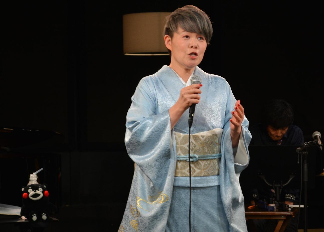 自身初の無観客配信コンサートを行った島津亜矢