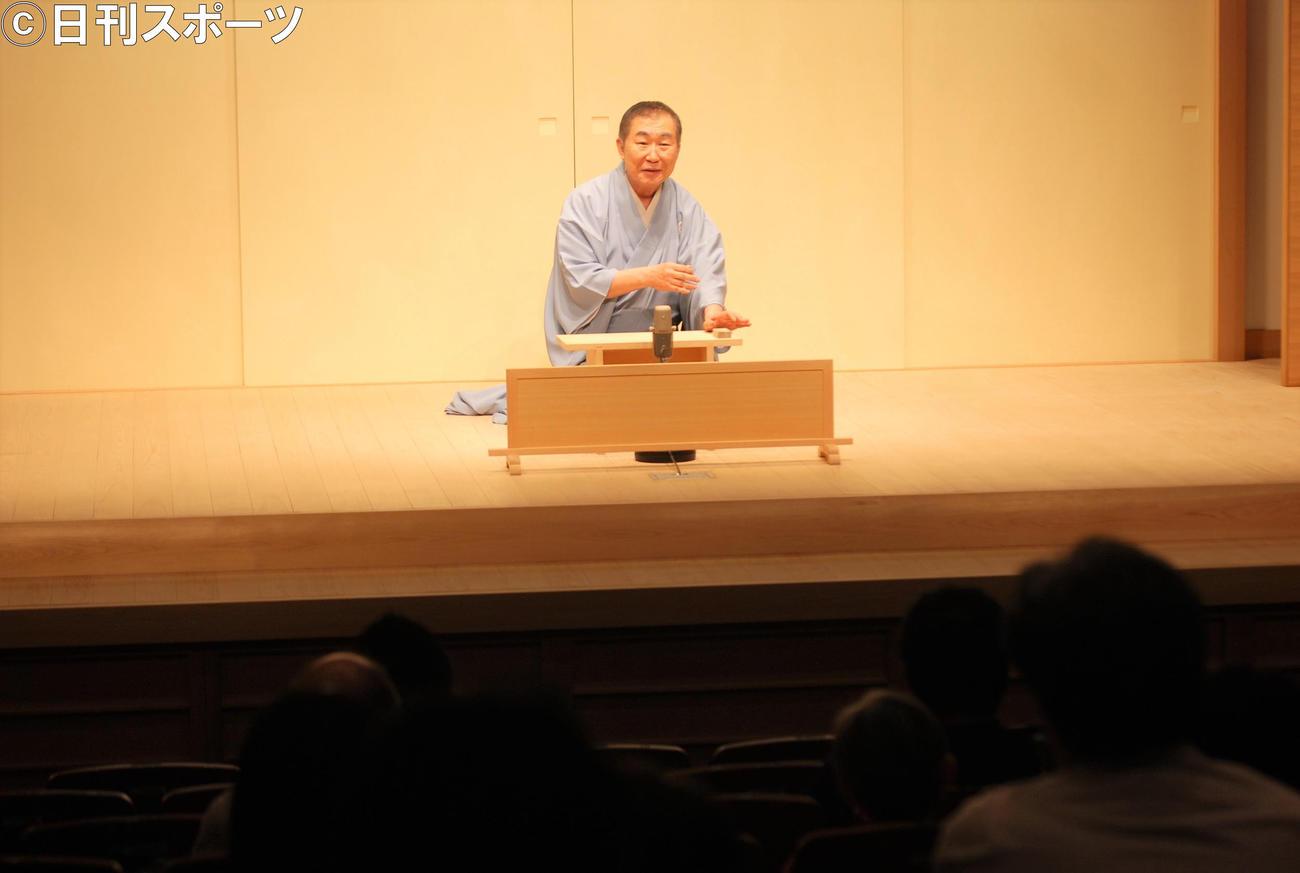 約4カ月ぶりの再開した昼席のトリを飾った桂文枝(撮影・松浦隆司)