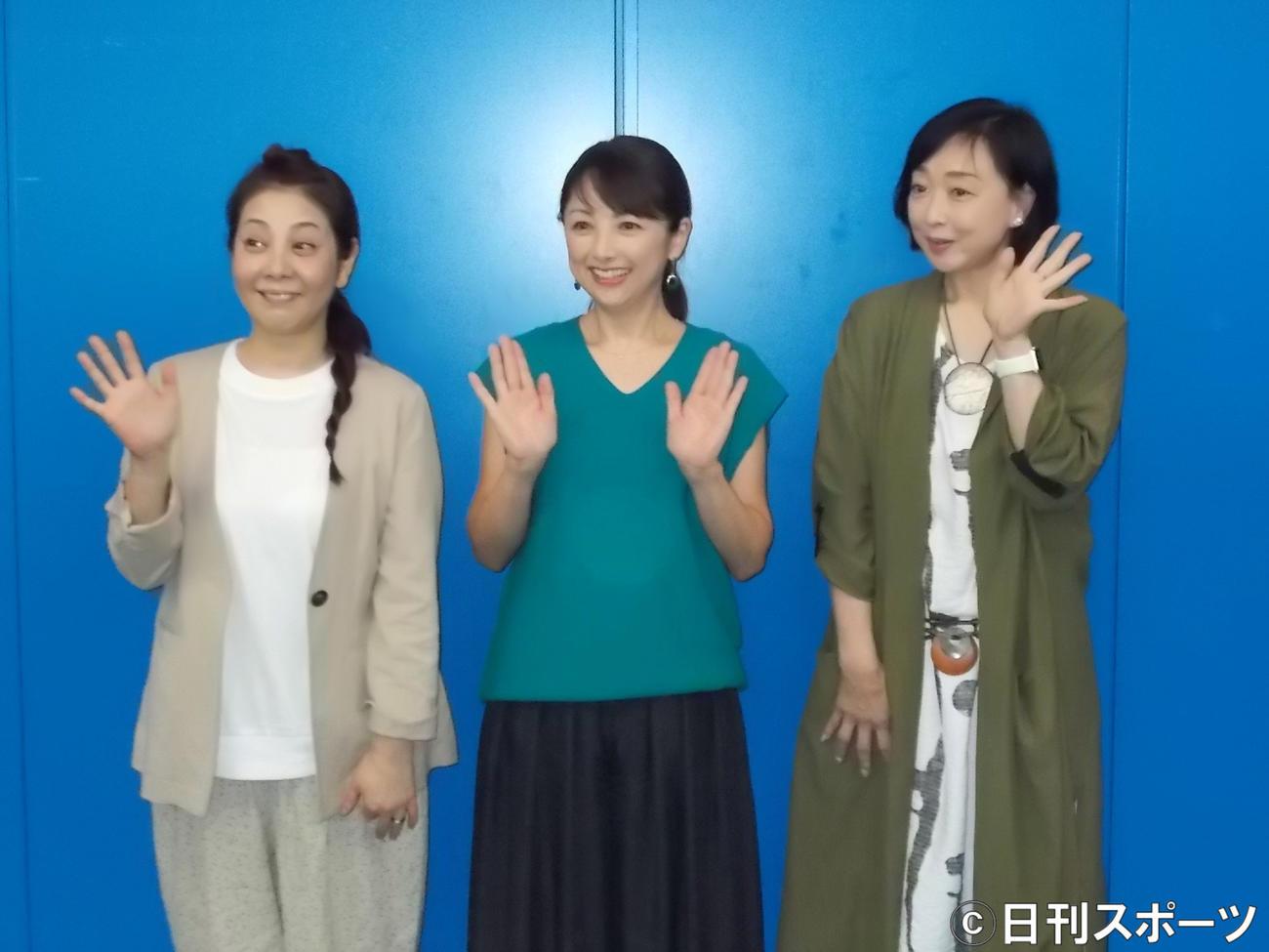 リモートドラマの会見に出席した芳本美代子、櫻井淳子、川上麻衣子(左から)
