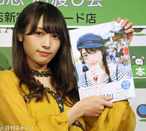 欅坂46渡辺梨加はファースト写真集「饒舌な眼差し」をPRする(撮影・松本俊)