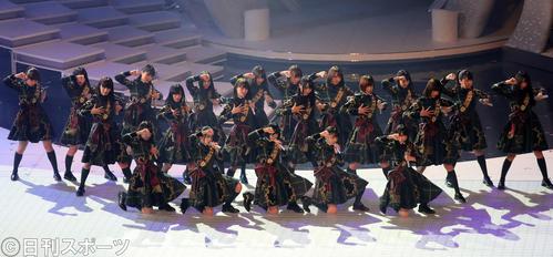 初出場の欅坂46は「サイレントマジョリティー」を熱唱する(撮影・足立雅史)