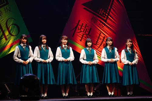 初のオンラインライブを開催した欅坂46。欅坂46として初のステージに立った新2期生6人