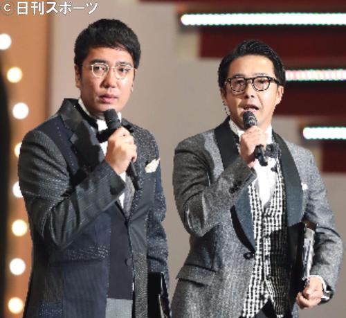 おぎやはぎの小木博明(左)と矢作兼(17年9月撮影)