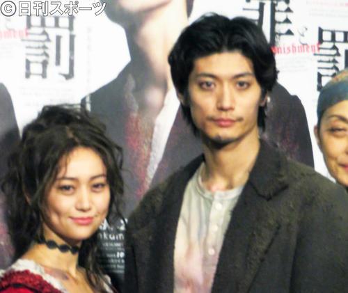 「罪と罰」 三浦春馬(右)と大島優子(2019年撮影)