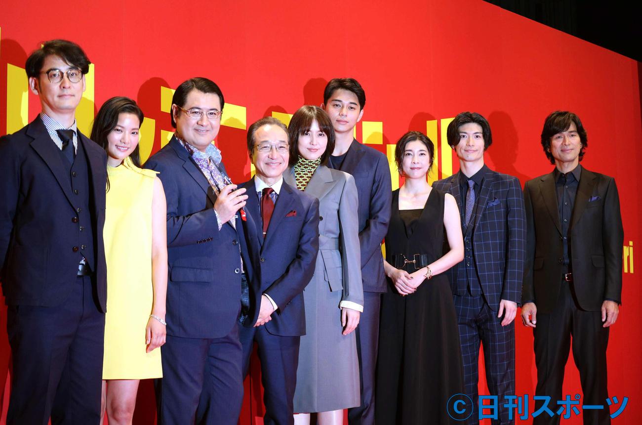 映画「コンフィデンスマン JP」のプレミアイベントに出席した三浦春馬さん(右から2人目)ら(2019年5月8日撮影)