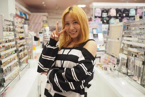 映画「リトル・サブカル・ウォーズ~ヴィレヴァン!の逆襲~」で人生初金髪を披露した大場美奈