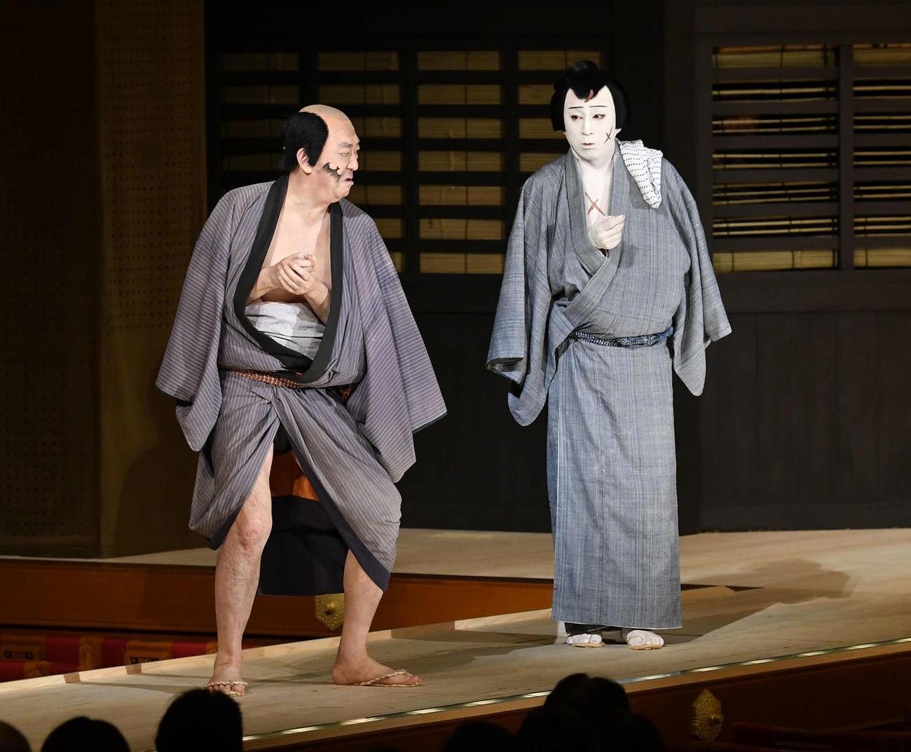 「与話情浮名横櫛」に出演した坂東弥十郎(左)、松本幸四郎(C)松竹