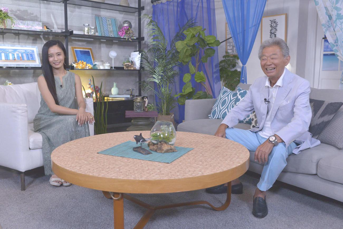 新番組「朝からみのもんた」に出演するみのもんた(右)と小島瑠璃子(読売テレビ提供)