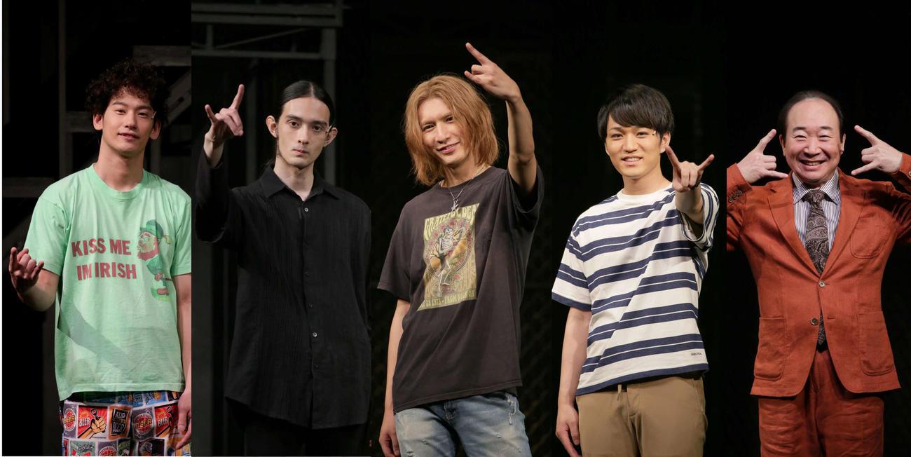舞台「正しいロックバンドの作り方 夏」の公開稽古に出席した、左から吉田健悟、栗原類、藤井流星、神山智洋、中村梅雀