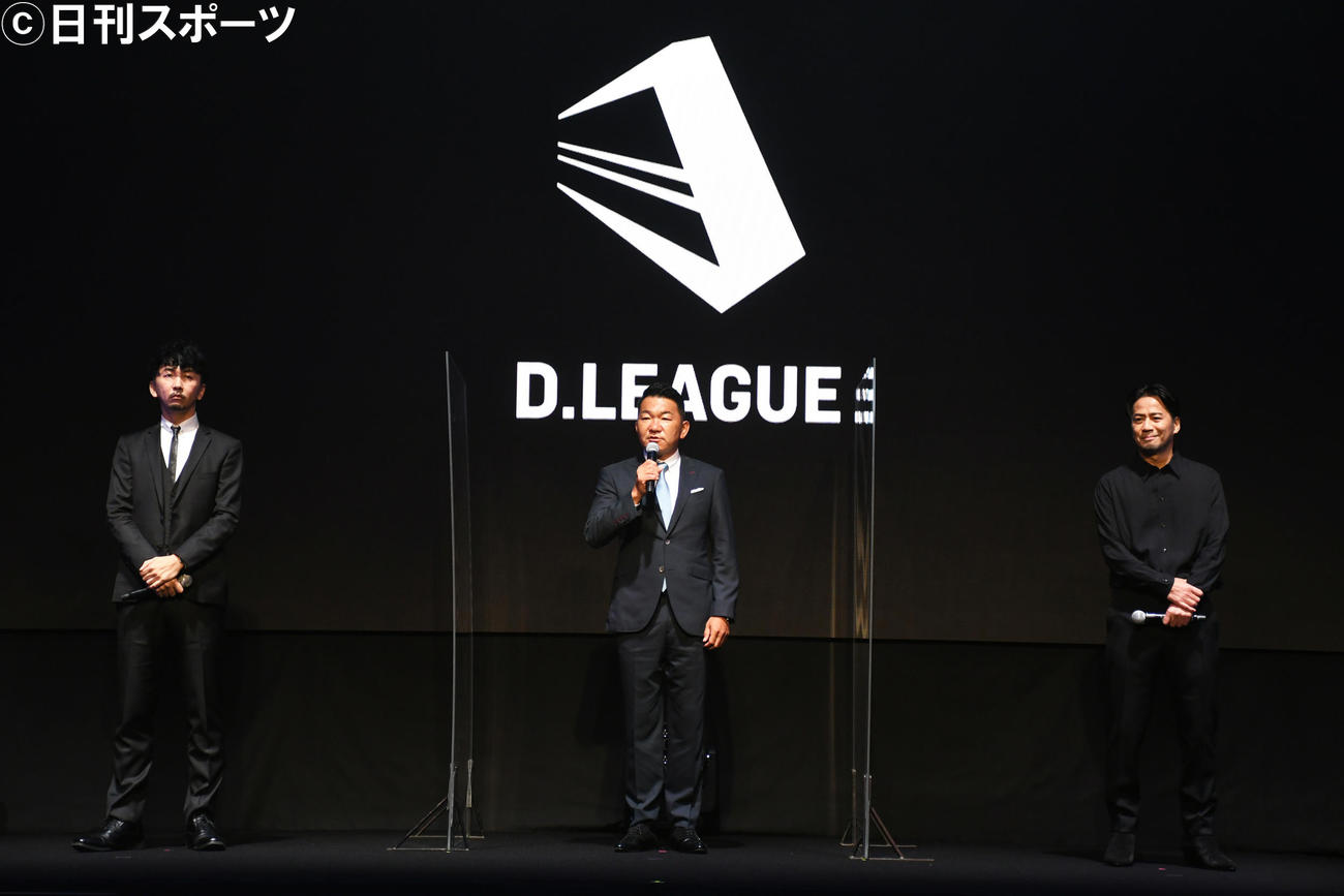 世界初のダンスプロリーグ「D.LEAGUE」発足プレスカンファレンスに出席した、左から神田勘太朗COO、平野岳史CEO、EXILE HIRO(撮影・大友陽平)
