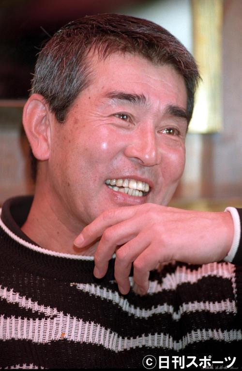 連載「日曜日のヒーロー」 カジュアルなセーター姿もスキなく、ダンディーだった渡哲也さん(1996年04月6日)