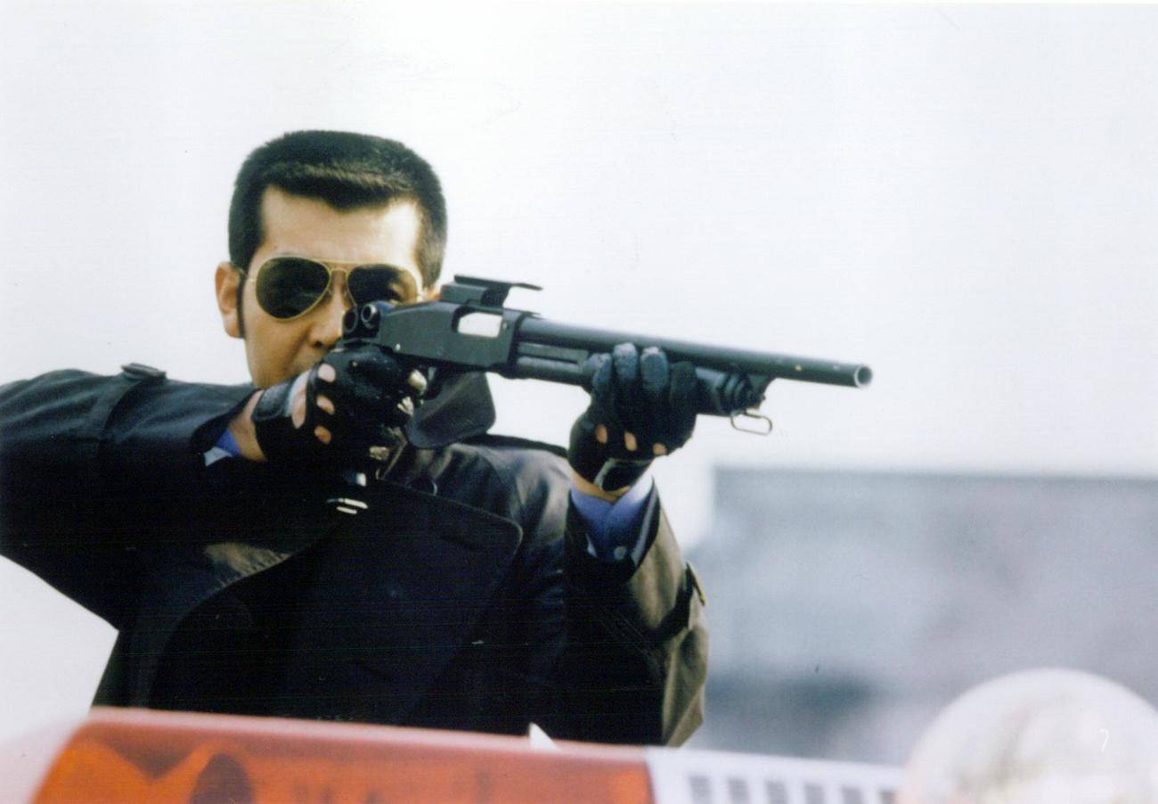ドラマ「西部警察」で演じる大門団長の狙撃シーン
