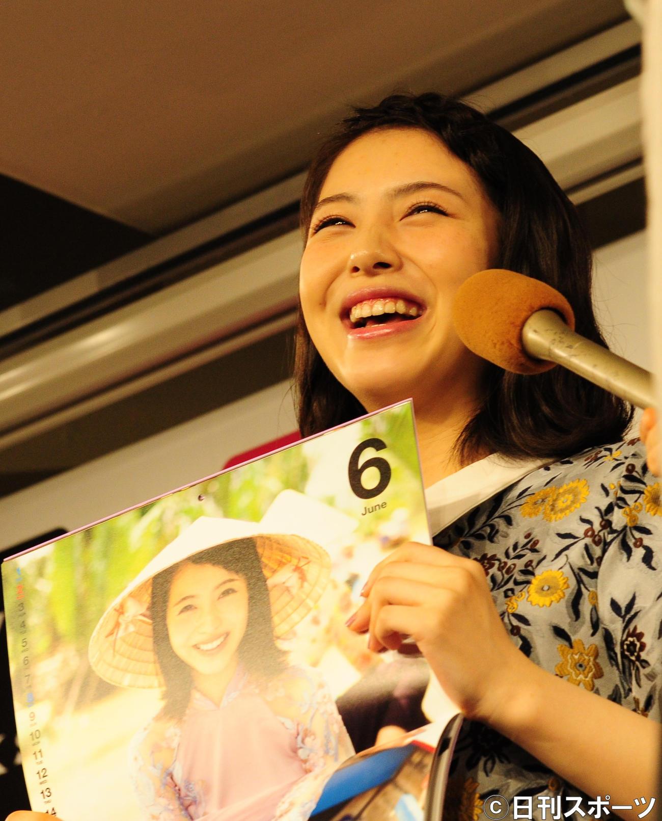カレンダーブックの発売記念イベントを行った浜辺美波(2018年9月2日撮影)