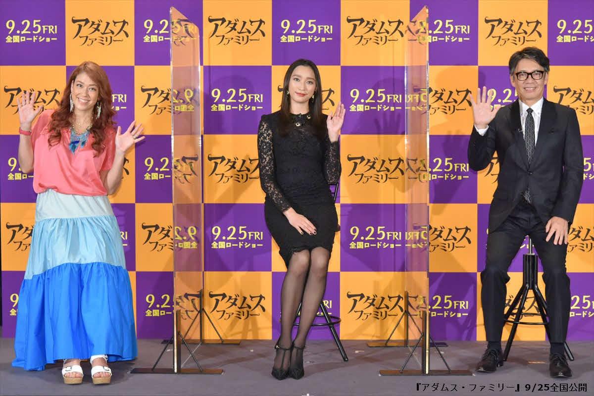 映画「アダムス・ファミリー」の完成報告会に出席した、左からLiLiCo、杏、生瀬勝久
