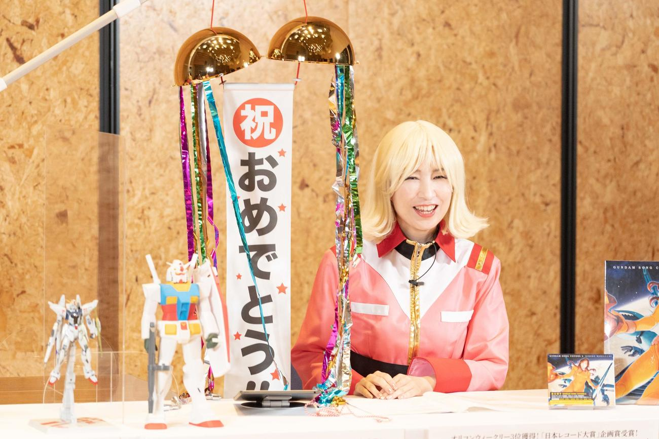 オリコンデイリーライキング3位獲得を祝福された森口博子