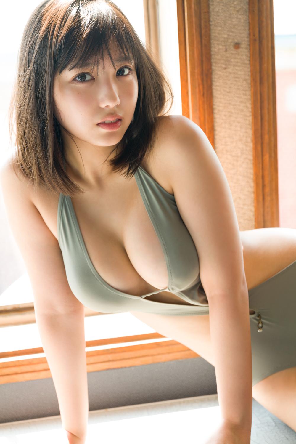 2冊目の写真集「背伸び」を発売する沢口愛華