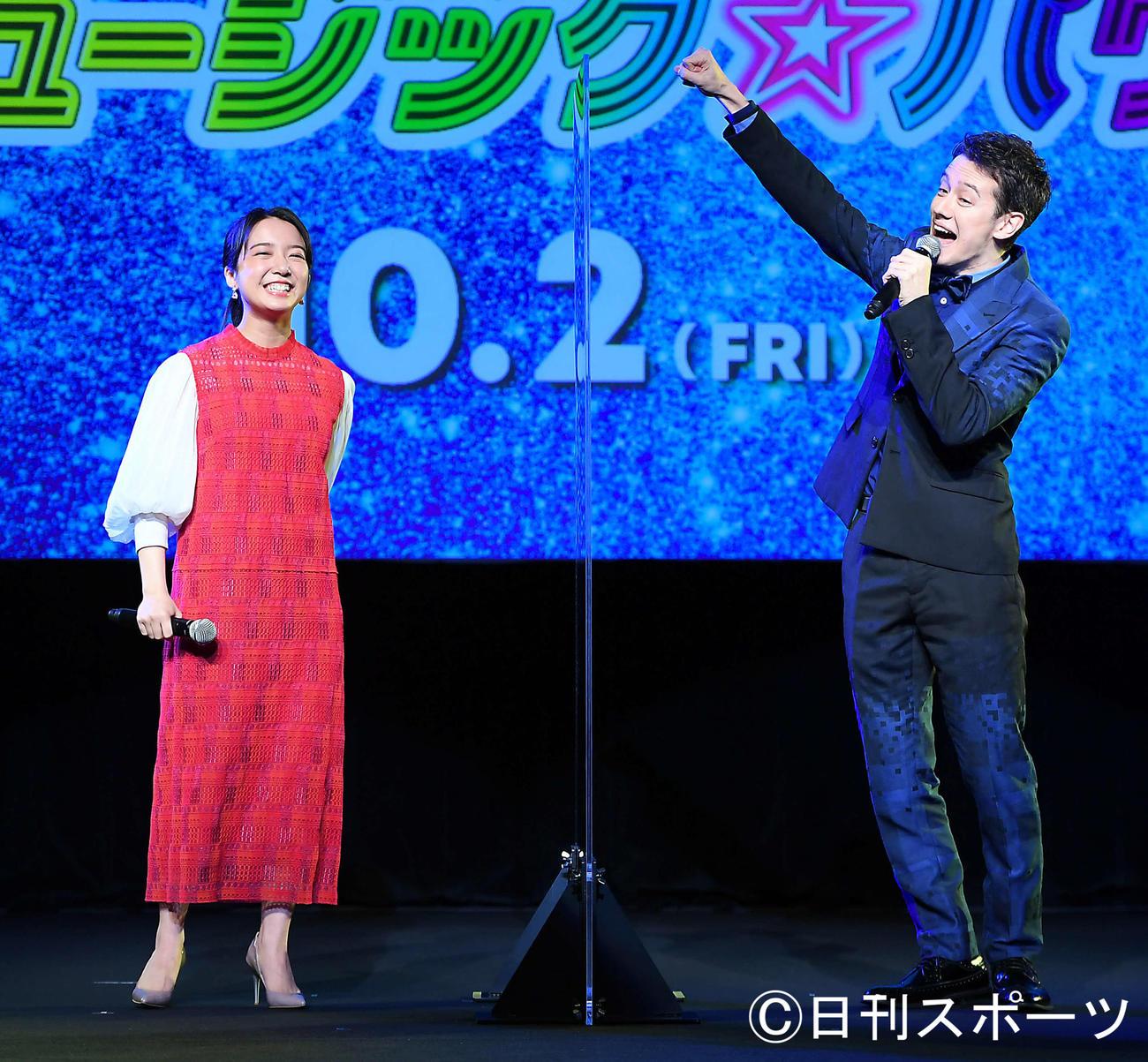 映画「トロールズミュージック★パワー」の完成披露イベントで歌声を披露した上白石萌音(左)とウエンツ瑛士(撮影・たえ見朱実)
