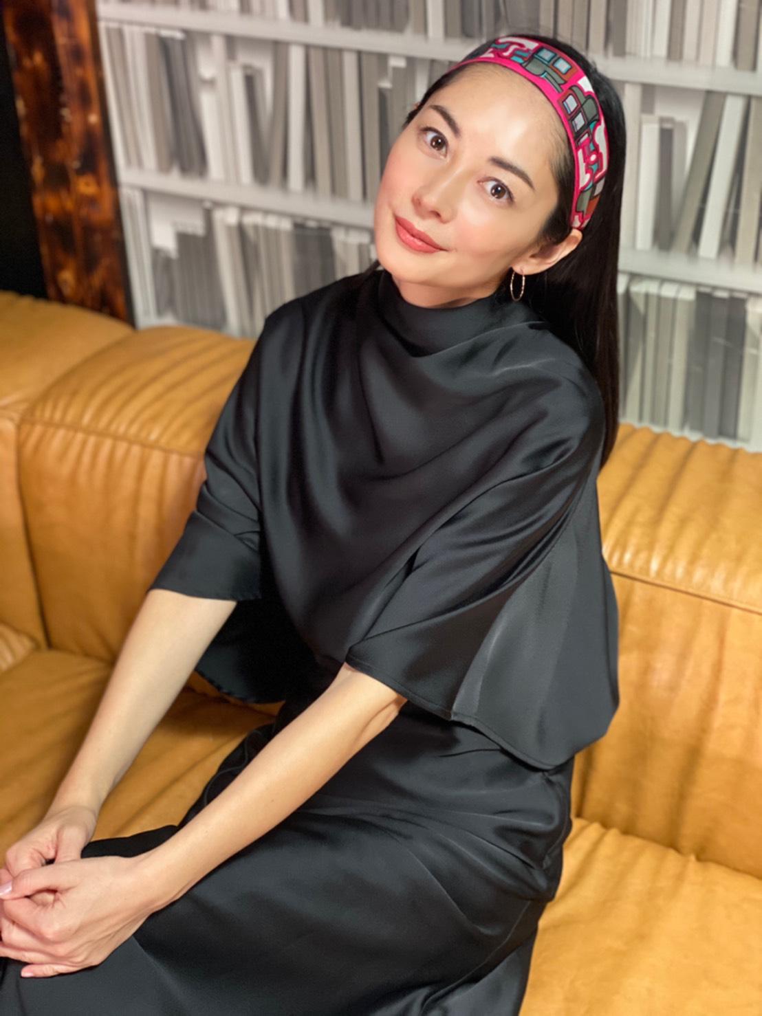 所属事務所・研音の公式YouTubeチャンネル「Ken Net Channel」の人気企画「バッグの中身」で、約2年ぶりに映像に出演した伊東美咲