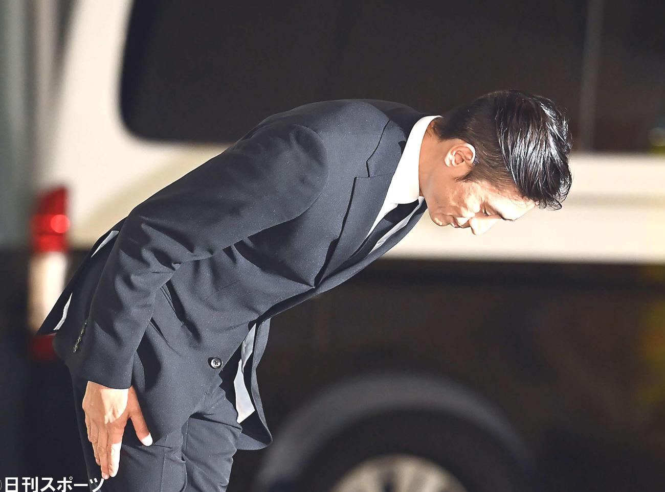 保釈される伊勢谷友介被告(撮影・たえ見朱実)