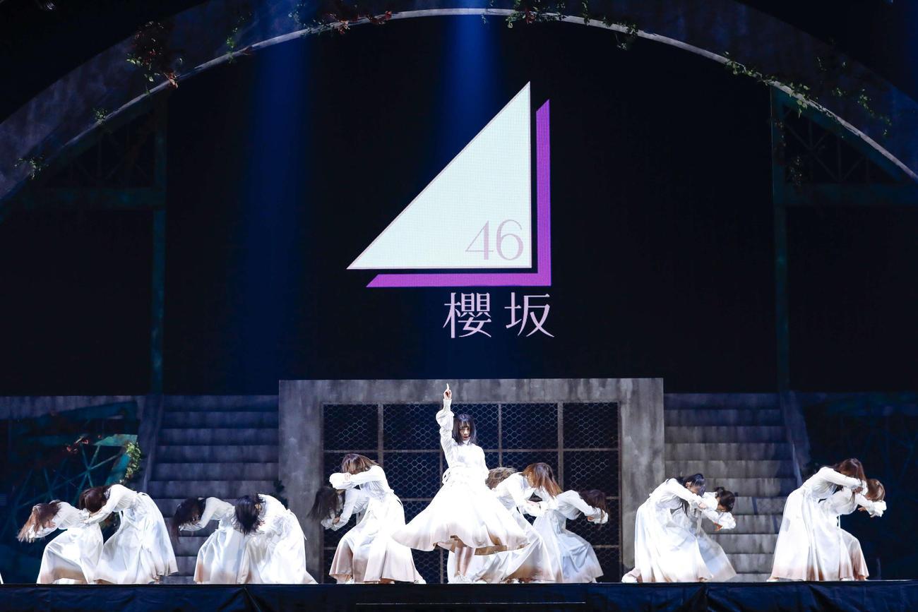 欅坂46のラストライブのエンディングで、櫻坂46としての初パフォーマンスを披露した