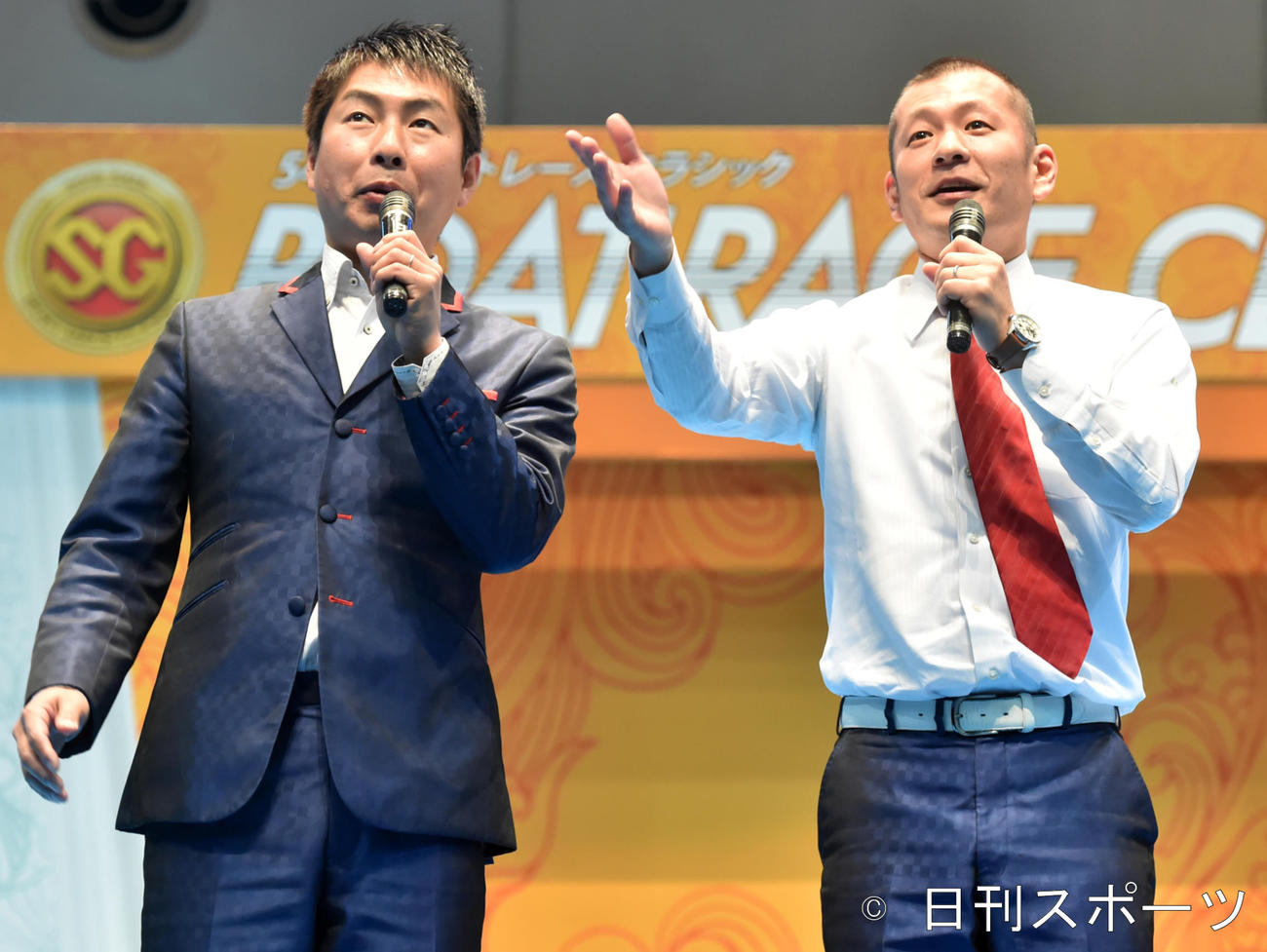 U字工事の福田薫(左)と益子卓郎(2019年3月18日撮影)