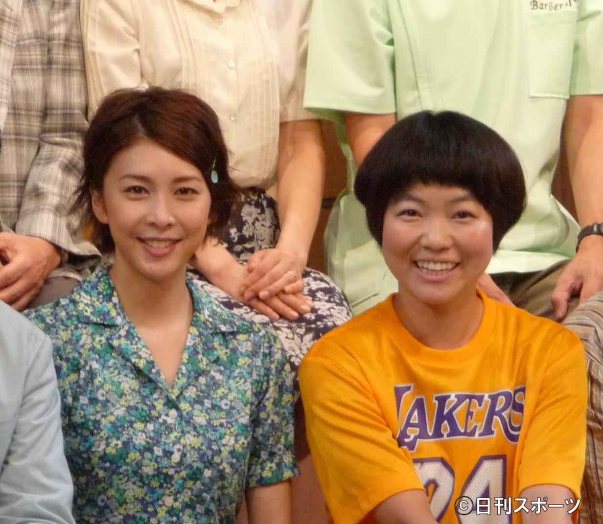 舞台「君となら」公開稽古に臨んだ、竹内結子さんとイモトアヤコ(2014年8月8日撮影)