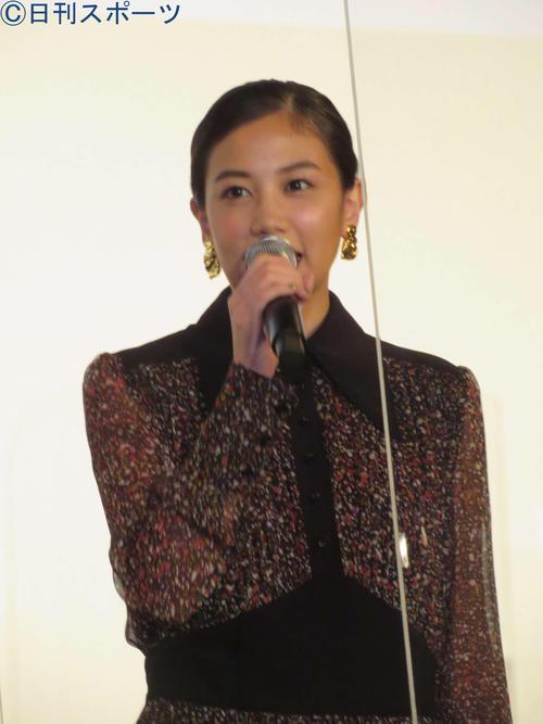 映画「夜明けを信じて。」初日舞台あいさつに登壇した千眼美子(撮影・村上幸将)